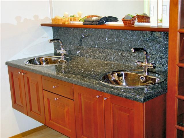 Bgs naturstein: benkeplater til bad i granitt, syenitt og marmor