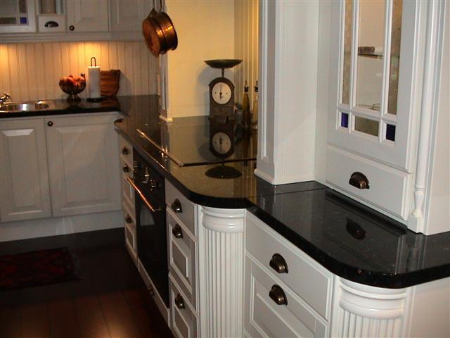 Bgs naturstein: benkeplater til kjøkken i granitt og syenitt.